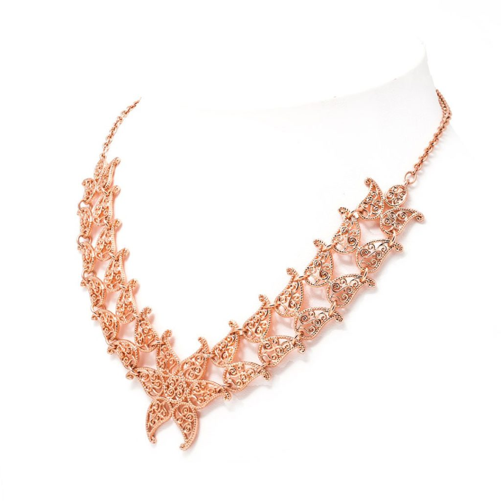 Filienna leaf necklace.